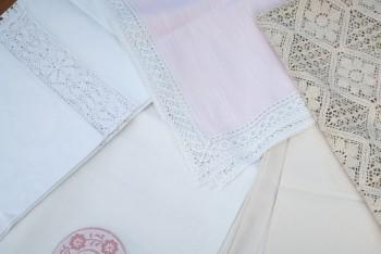 Vintage-Leinentischdecken mit Spitze mieten