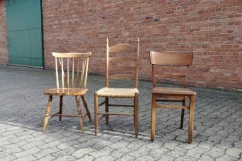 Vintage-Shabby-Stühle braun mieten