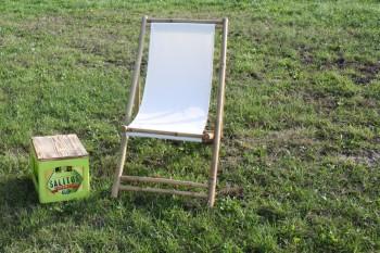 Weißer Bambus-Liegestuhl mieten