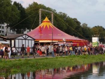 Zirkuszelt 24m rot/gelb mieten